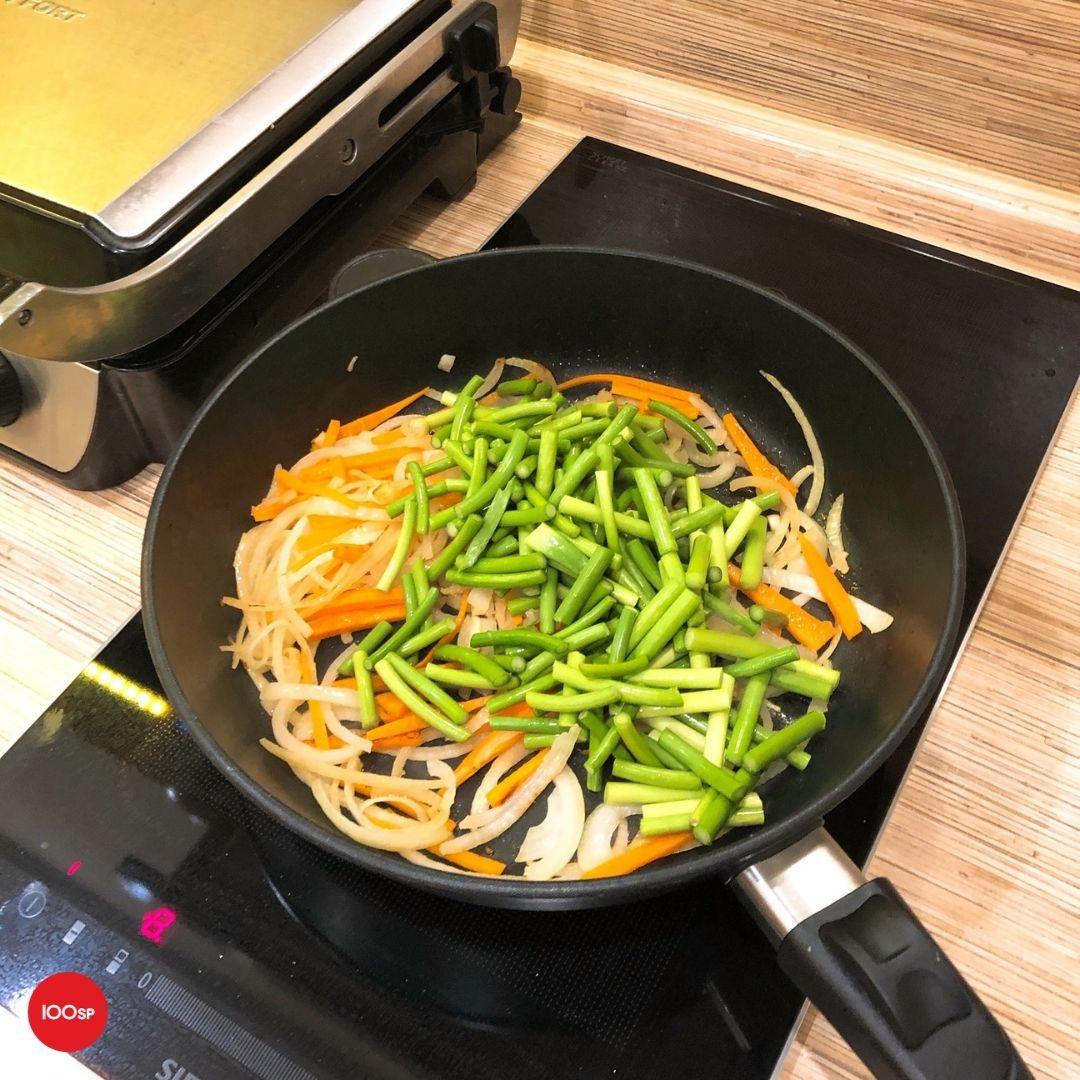 """Рецепт от орга: веганская """"говядина"""" со стрелками чеснока от Dara"""
