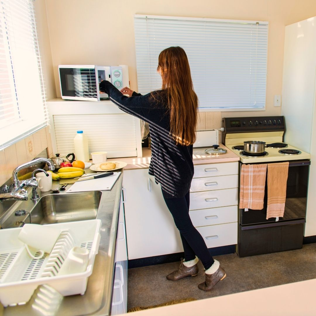 Три способа быстро очистить микроволновку: