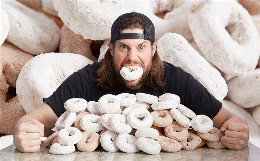 Поедание пончиков